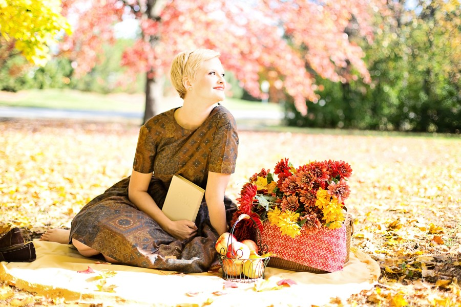 young-woman-fall-autumn-vintage-37529